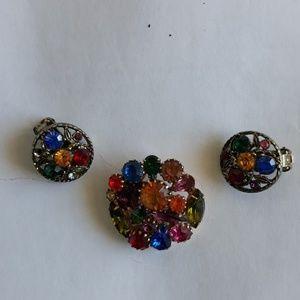 Jewelry - Vintage brooch with earrings.